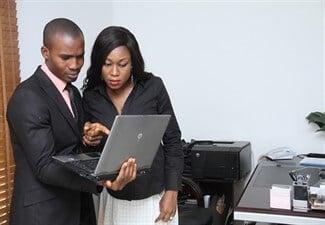 בודקים באינטרנט הלוואות לשכירים